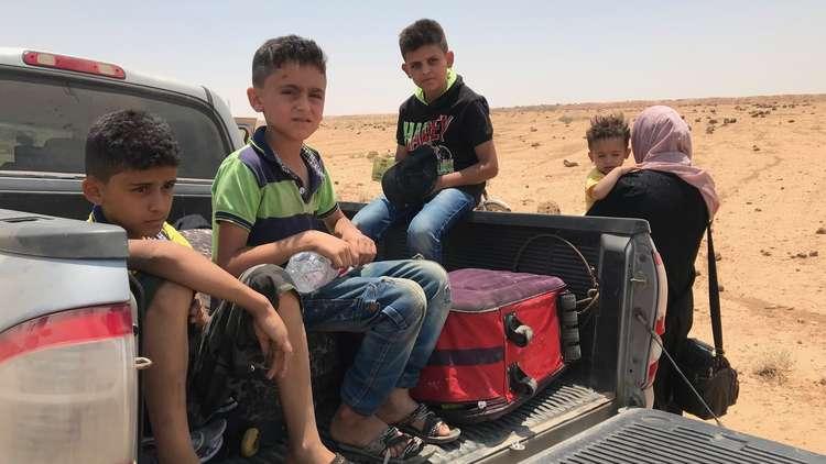 لاجئون سوريون عند الحدود الأردنية