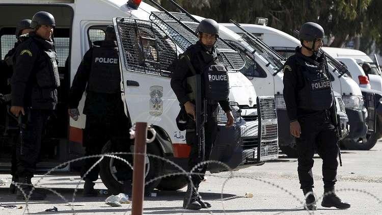 بالفيديو.. عصابة مسلحة تسطو على بنك في تونس