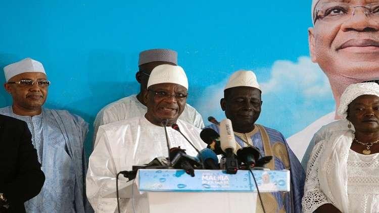 رئيس مالي يحث الناخبين على التصويت له في جولة الإعادة