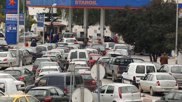 نتيجة بحث الصور عن أزمة وقود في جنوب تونس بعد وقف ليبيا تهريب المحروقات