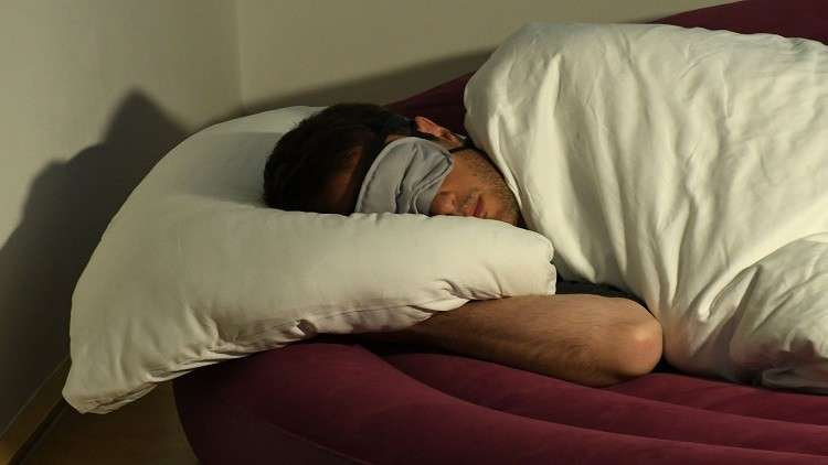 علماء يكشفون مخاطر النوم لفترة طويلة
