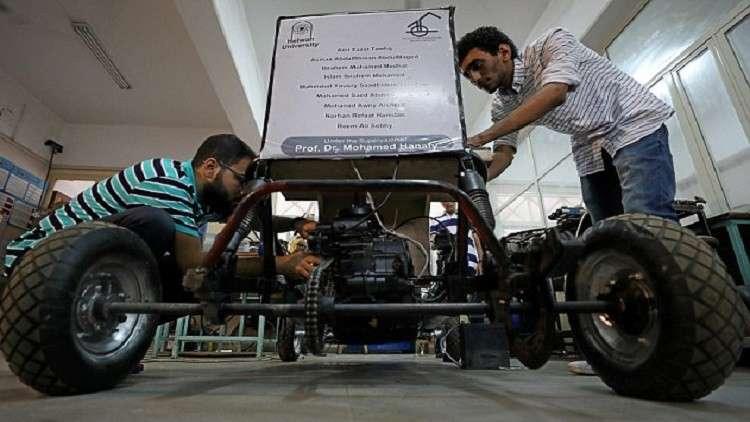 طلاب مصريون يصممون
