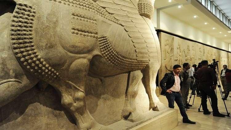 متحف بريطاني يعيد قطعا أثرية مسروقة إلى العراق!