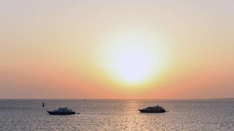 طاقم مركب سياحي ينقذ 30 ألمانيا غرق قاربهم في الغردقة المصرية