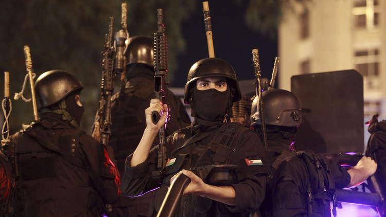 مقتل 3 عناصر من الأمن الأردني وإصابة 21 شخصا باشتباكات مع منفذي هجوم الفحيص