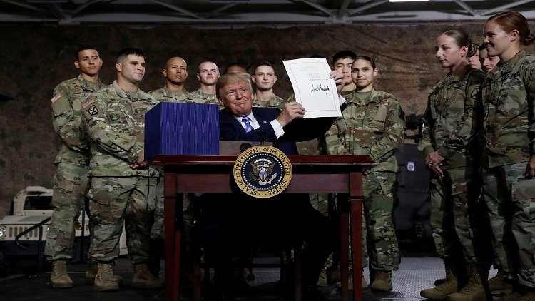 ترامب يوقع قانون الميزانية الدفاعية بحجم 716 مليار دولار