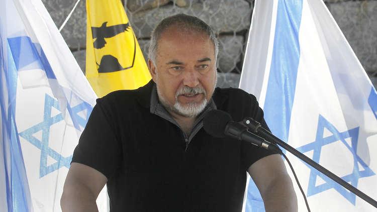ليبرمان يقرر فتح معبر استراتيجي وتقديم تسهيلات إلى غزة