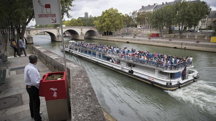 باريس.. إضافة مراحيض عامة للتبول مباشرة في النهر! (صورة)