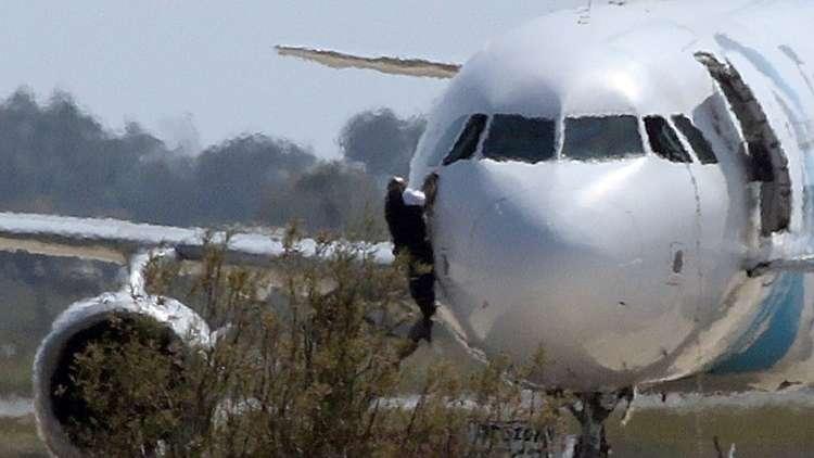 قبرص تسلم مصر خاطف طائرة الركاب في 2016