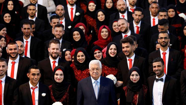 بالصور.. عباس يرعى زفافا جماعيا لـ500 شاب وشابة