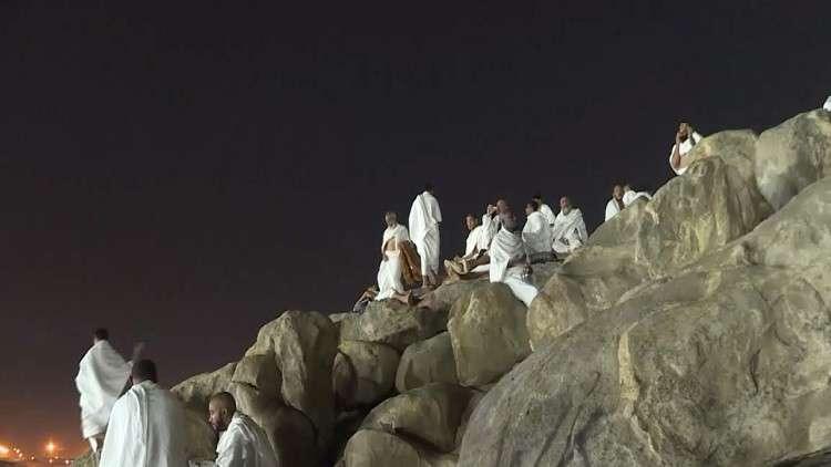 الحجاج في عرفات لأداء ركن الحج الأعظم