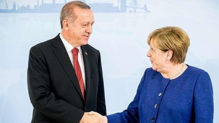 ميركل لا ترى حاجة ملحة لدعم الليرة التركية ماليا