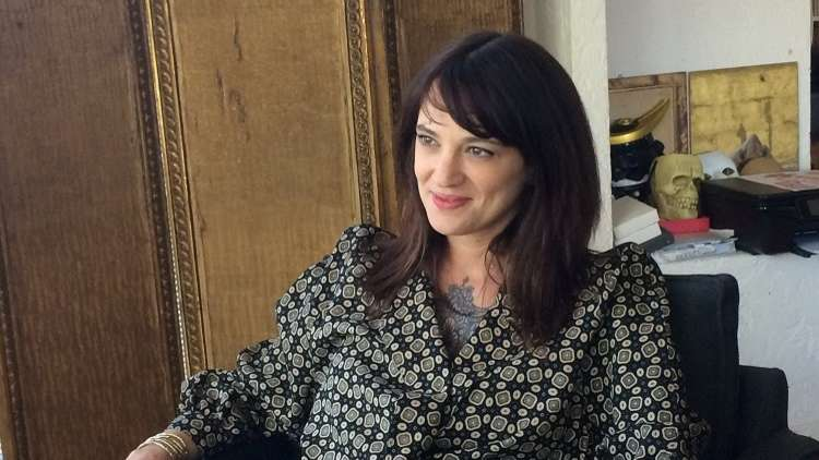 الممثلة الإيطالية المتهمة بالاغتصاب تخرج عن صمتها