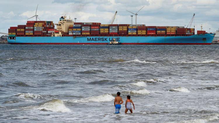 أكبر شركة شحن بحري في العالم تطلق أولى رحلاتها عبر مسار بديل عن السويس