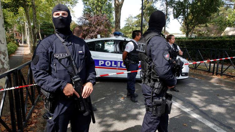 عناصر الأمن في موقع الحادث ببلدة تراب