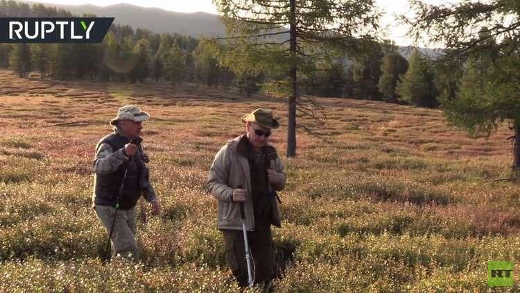 شاهد بالفيديو.. إجازة الرئيس بوتين في غابات وأنهار جمهورية تيفا