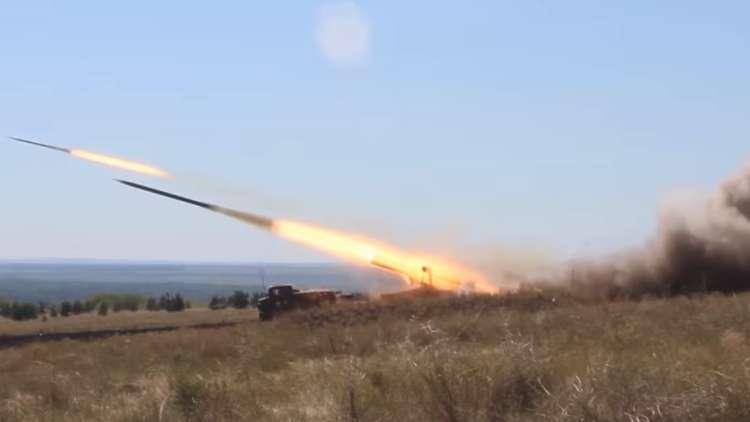 شاهد إطلاق القذائف من راجمات الصواريخ
