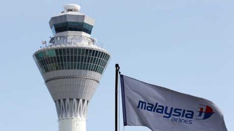 برج المراقبة الجوية في مطار كوالالمبور الدولي، ماليزيا، أرشيف