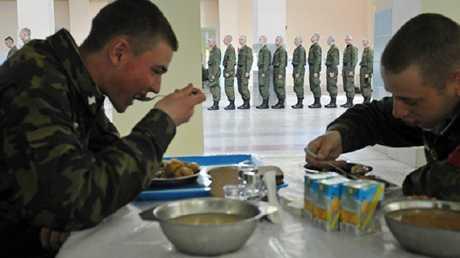 كم وجبة يأكل العسكري الروسي وما هي الخدمات اللوجستية التي يتمتع بها؟