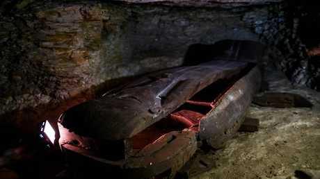 اكتشاف لوحات جدارية وأواني فخارية في مقابر بني حسن بالمنيا