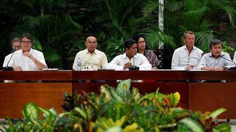 """مفاوضات السلام بين الحكومة الكولومبية وجماعة """"جيش التحرير الوطني"""" في هافانا"""