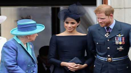ميغان ماركل مع الأمير هاري والملكة إليزابيث الثانية