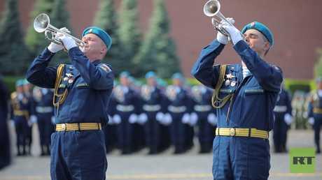 روسيا تحتفل بعيد قوات الإنزال الجوي