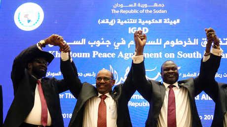 رئيس جنوب السودان سلفاكير ميارديت وزعيم المتمردين رياك مشار ورئيس السودان عمر البشير