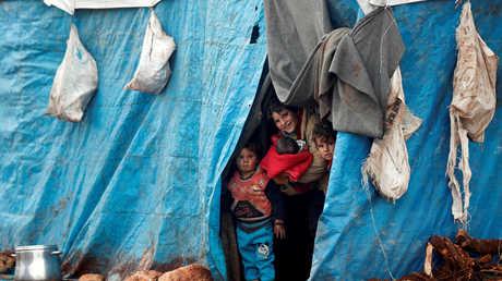 مخيم للنازحين السوريين في إدلب قرب الحدود التركية