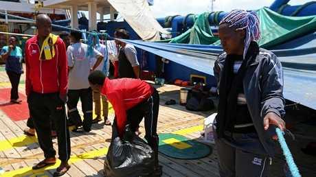 المهاجرين الذين جرى إنقاذهم قبالة سواحل جرجيس في أغسطس