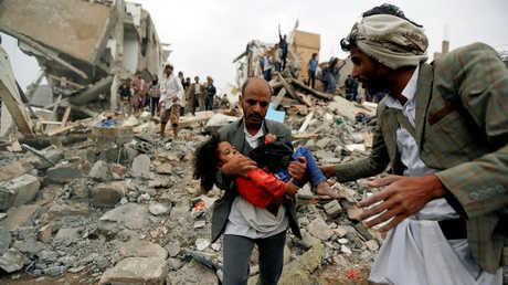 آثار غارات للتحالف الدولي في اليمن - صورة أرشيفية