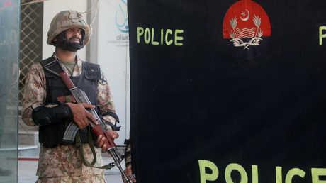 أحد أفراد الأمن الباكستانية