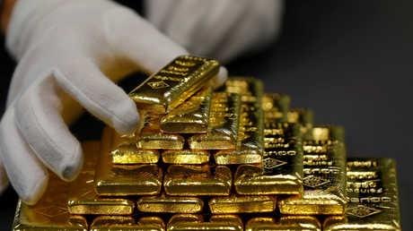 الذهب عند أدنى مستوى في 17 شهرا
