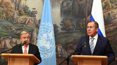 وزير الخارجية الروسي سيرغي لافروف مع الأمين العام للأمم المتحدة أنطونيو غوتيريش (صورة من الأرشيف)