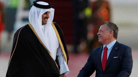 العاهل الأردني، عبد الله الثاني، يستقبل أمير قطر، الشيخ تميم بن حمد آل ثاني، في عمان (28 مارس 2017)