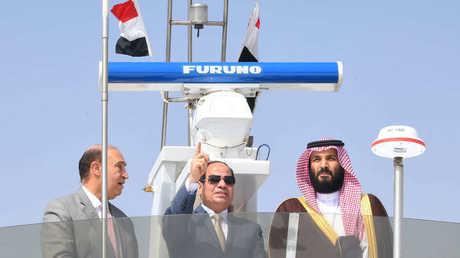 الرئيس المصري وولي العهد السعودي والفريق مهاب مميش في قناة السويس