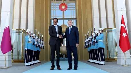 الرئيس التركي رجب طيب أردوغان وأمير قطر الشيخ تميم بن حمد آل ثاني