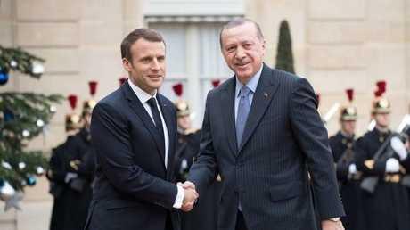 الرئيس التركي رجب طيب أردوغان ونظيره الفرنسي إيمانويل ماكرون، أرشيف