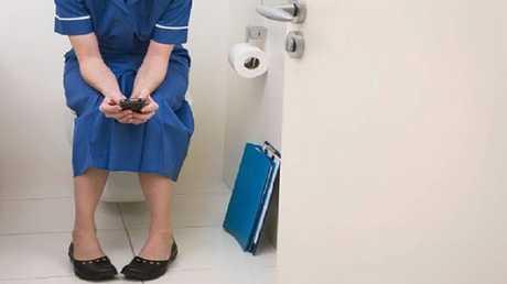 الهواتف الذكية أقذر من مقاعد المراحيض!