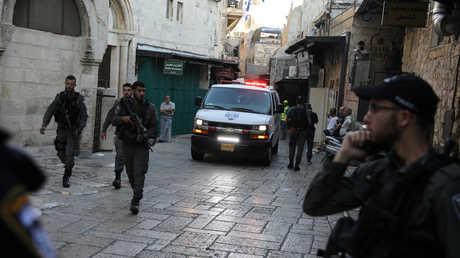 بالفيديو.. لحظة طعن فلسطيني لشرطي إسرائيلي في القدس