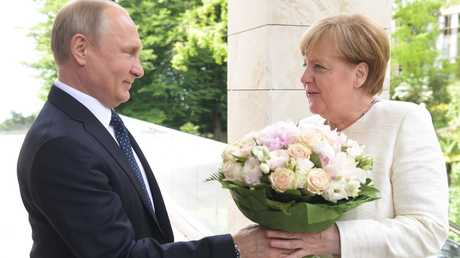 الرئيس الروسي فلاديمير بوتين يستقبل المستشارة الألمانية أنغيلا ميركل في مدينة سوتشي الروسية، 18 مايو 2018