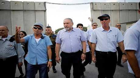 وزير الدفاع الإسرائيلي أفيغدور ليبرمان يزور معبر كيرم شالوم (كرم أبو سلام) مع غزة، 22 يوليو 2018