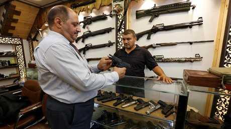متجر لبيع السلاح المرخص في بغداد