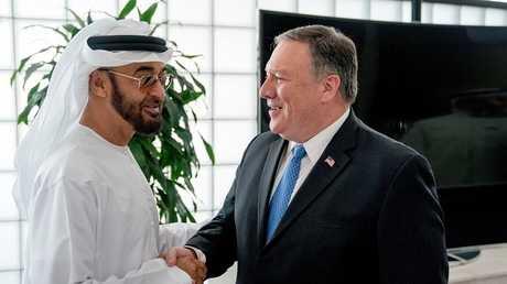وزير الخارجية الأمريكي مايك بومبيو مع ولي عهد أبوظبي الشيخ محمد بن زايد آل نهيان (صورة من الأرشيف)