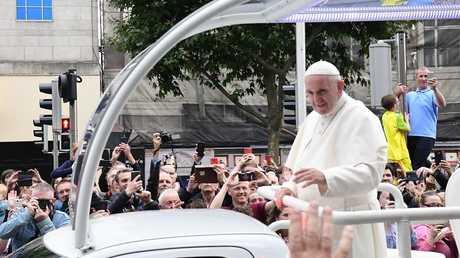 البابا فرنسيس أثناء زيارته إلى إيرلندا