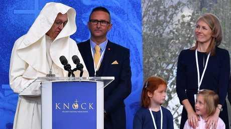 البابا فرنسيس يطلب