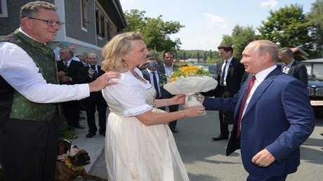 بوتين وكنيسل وعريسها رجل الأعمال فولفغانغ ميلينجر، النمسا، 18 أغسطس 2018