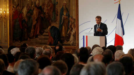 إيمانويل ماكرون يلقي كلمة أمام السفراء الفرنسيين