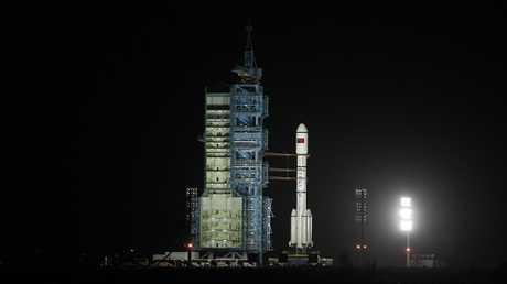الصين تضع قمرين اصطناعيين جديدين في الفضاء.