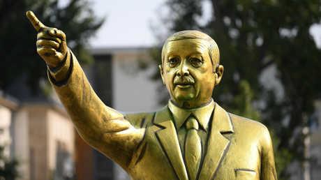 تمثال أردوغان الذهبي في ألمانيا - 28/08/18